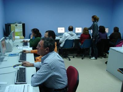 La Asociación Comunidad Redes de Telecentros de España confía en que el Gobierno de Extremadura no cierre los Nuevos Centros del Conocimiento.