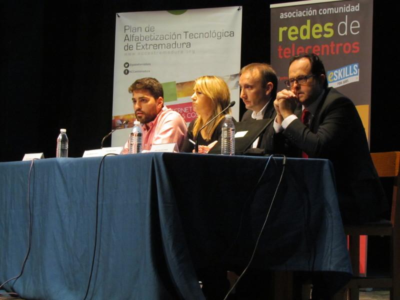 """Más de 150 jóvenes participan en la Jornada """"Aprende a Emprender"""" en Navalmoral de la Mata"""